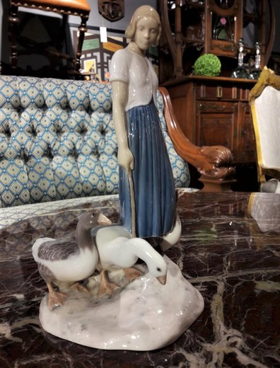 "Sculpture ""Girl and Geese"""