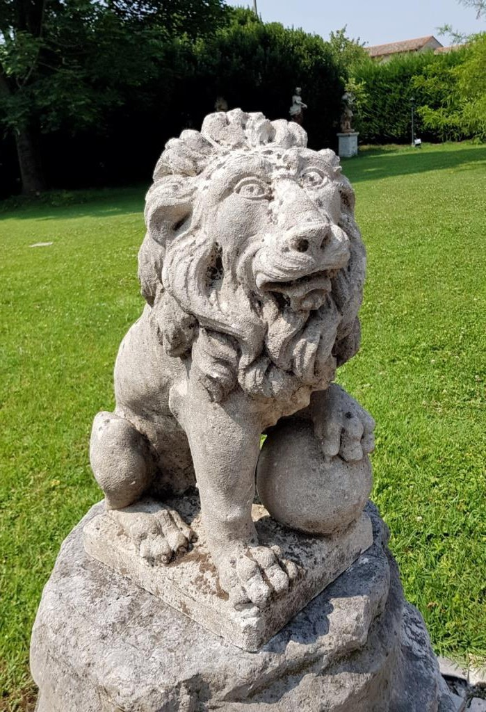 "Antique pair sculpture ""Lions"""