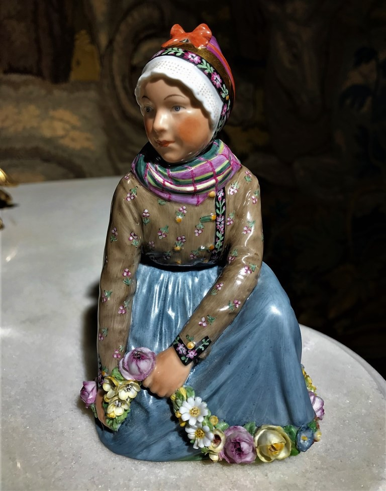"Antique statuette ""Girl of Fano"""