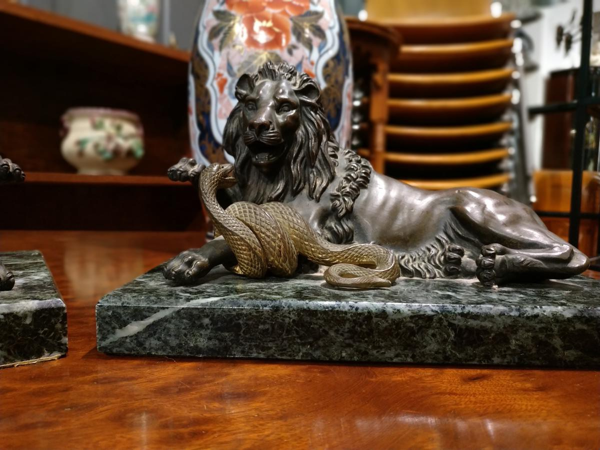 "Antique pair sculpture ""Fighting with snakes"""