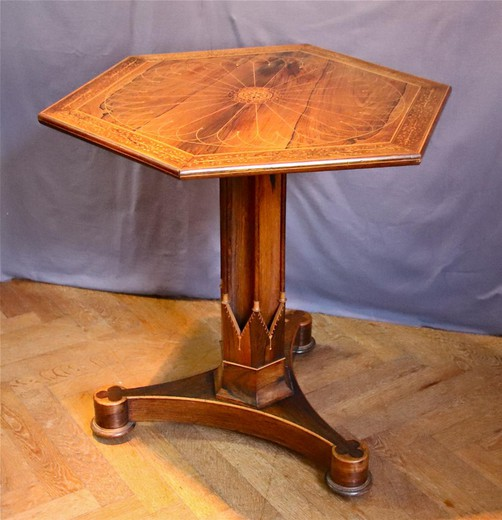 Antique table-geridon