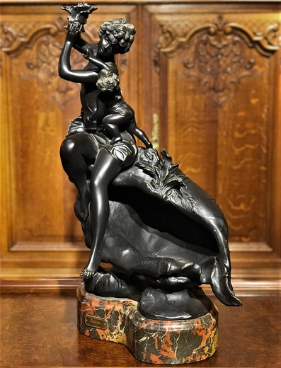 "Sculpture ""Girl with rocaille"""