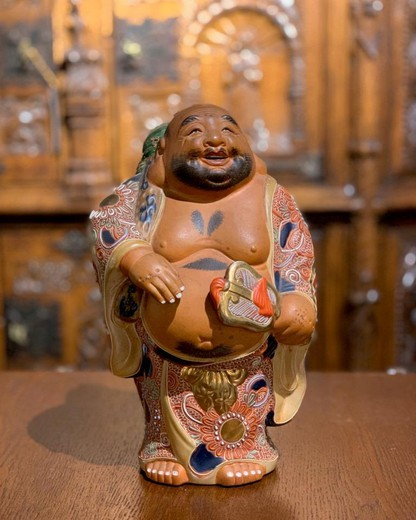 "The sculpture depicting ""Hotei"""