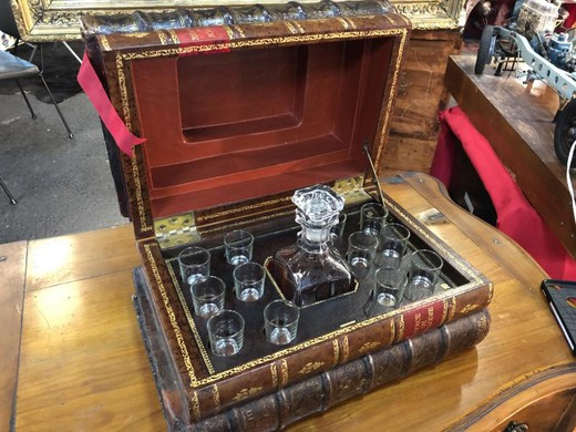 Antique leather false books case liquor set