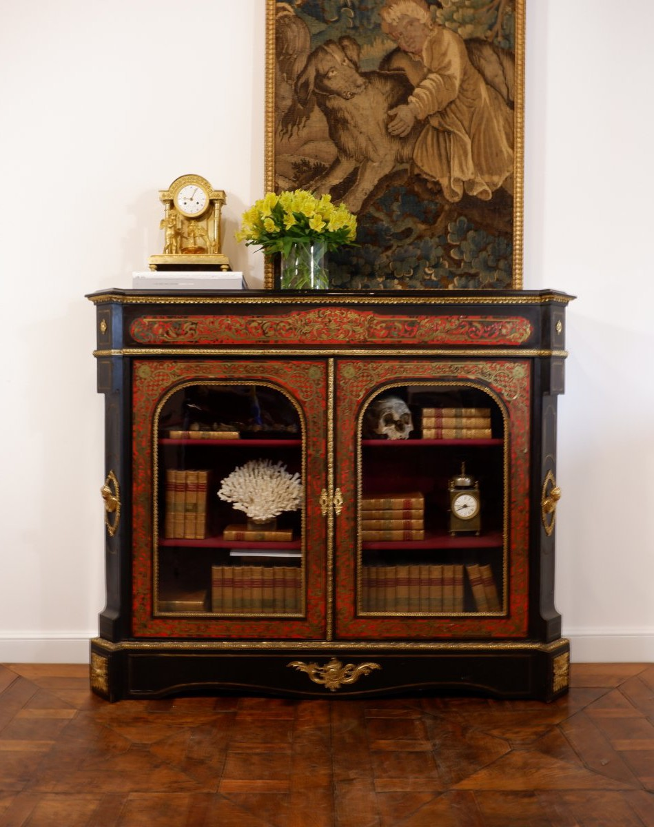 Antique showcase in Boulle technique