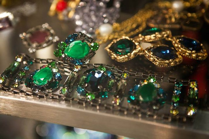Great vintage love to vintage jewellery