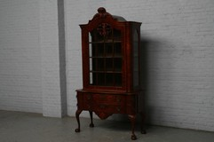 Beautiful Chippendale vitrine in walnut dates 1940s