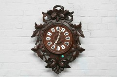 Antique hunting style wall clock