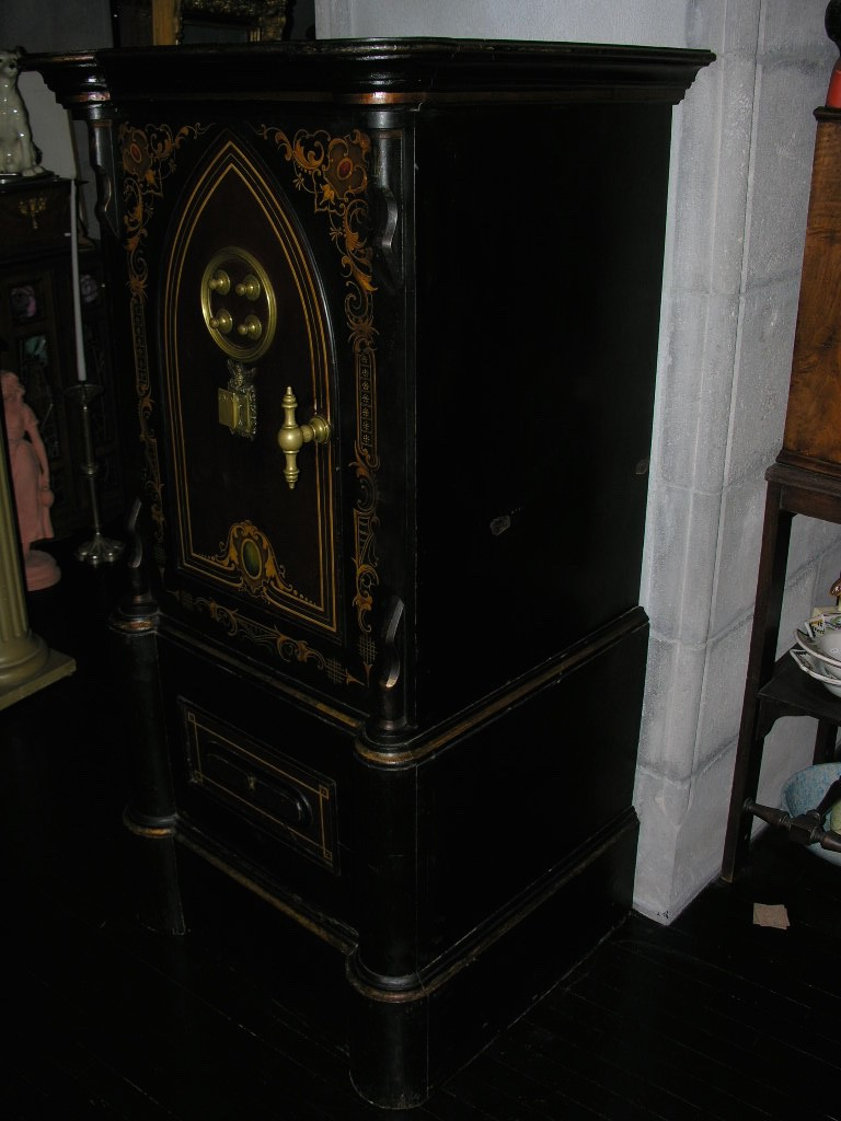 BersoАнтик» - gorgeous antique cast iron and wood safe