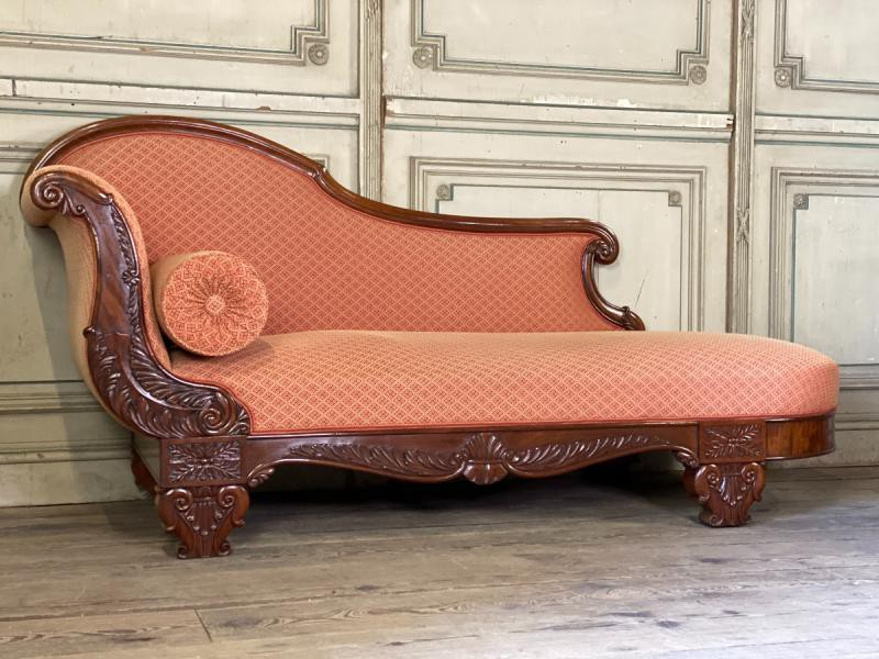 Antique twin couches