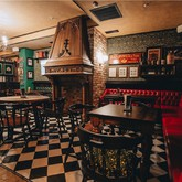 Connoly Station Irish Pub. Каминный портал - Bersoantik.