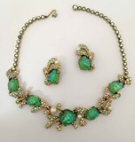 Elsa Schiaparelli Green Set: Necklace and clips